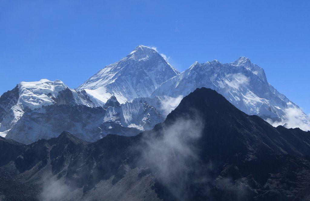 Piața forței de muncă și Efectul Everest